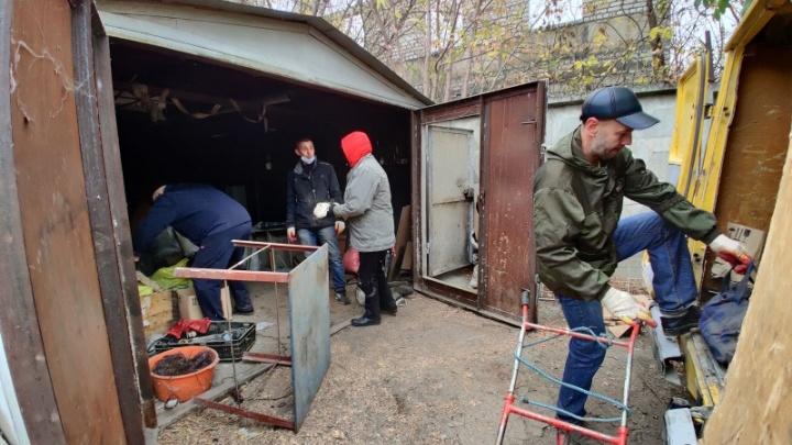 В Волгограде возобновили снос незаконных гаражей