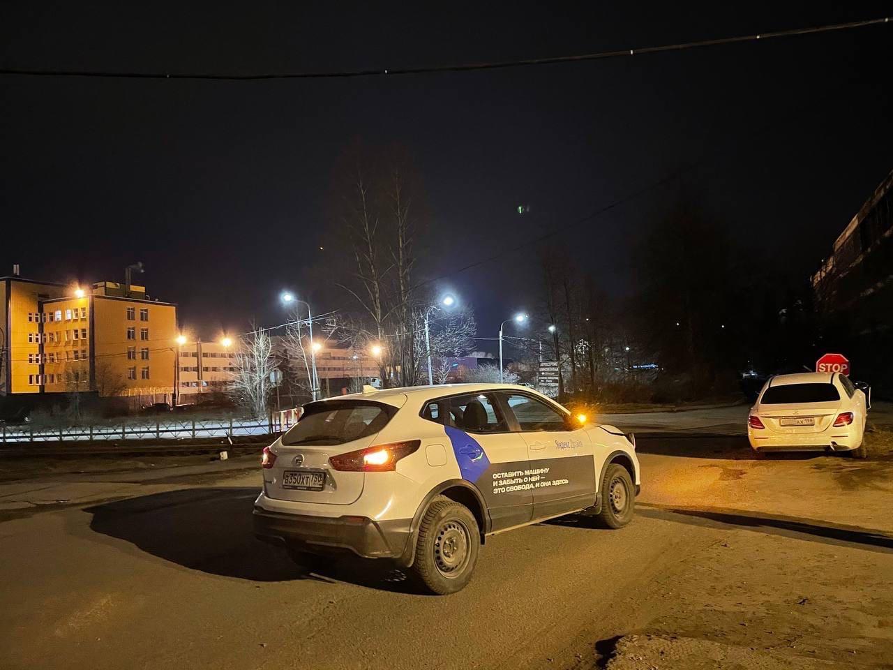 Ночь неаккуратного каршеринга: на Фонтанке не удалось проехать мимо стоящей Ауди