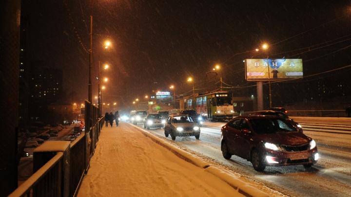 На Урале в авариях, вызванных снегопадом, пострадали 11 человек