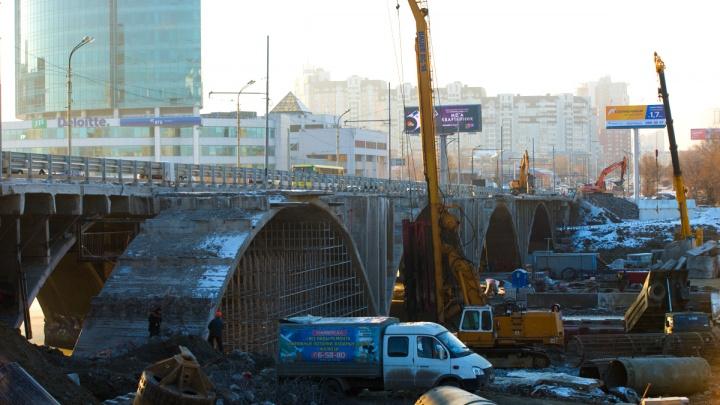 Несколько лет жутких пробок: что не так с реконструкцией Макаровского моста и развязки у «Калины»