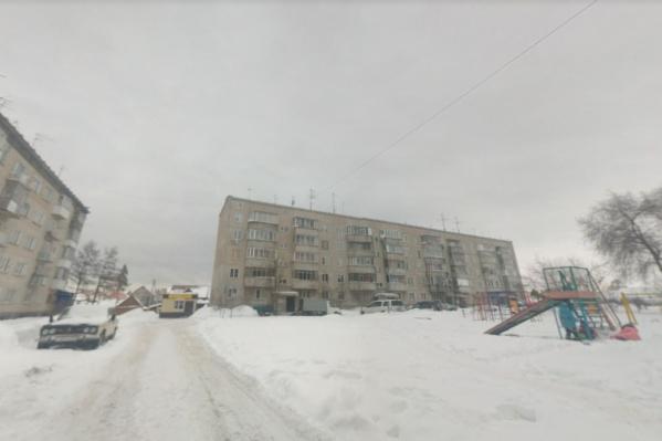 Погибшего ребенка обнаружили в одном из многоквартирных домов Кудряшовского