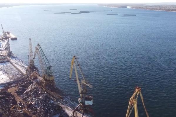 Грузовой речной порт в ближайшие годы может сменить место расположения с левого берега на правый