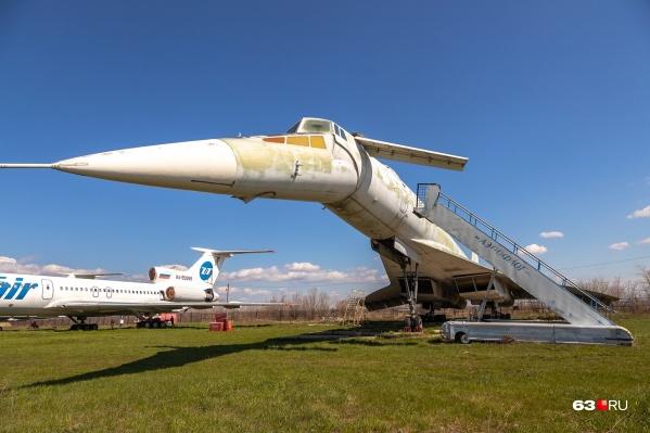 Некоторые экспонаты в коллекции университета выглядят особенно необычно, например советский сверхзвуковой пассажирский самолет Ту-144