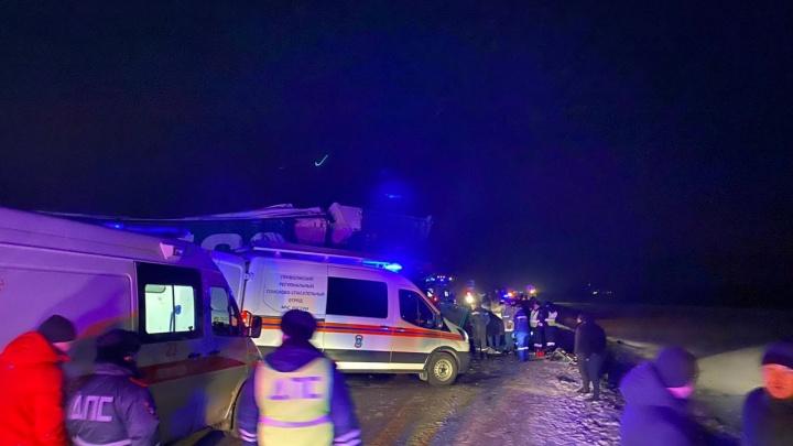 Под Уфой столкнулись две фуры и автобус