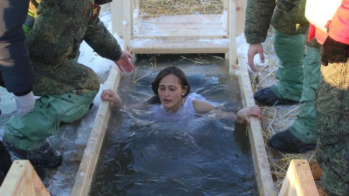 Омичам с прививкой от коронавируса посоветовали отказаться от крещенских купаний