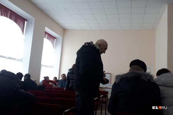 Людей разместили в актовом зале местной школы