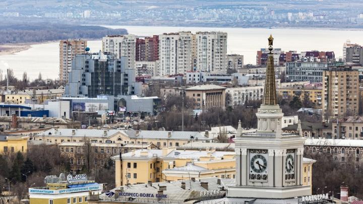 За четыре часа до конца срока: сторонники волгоградского времени сдали подписи о референдуме в избирком