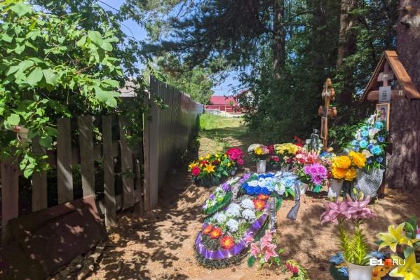 От свежих могил до забора — не более 30 сантиметров