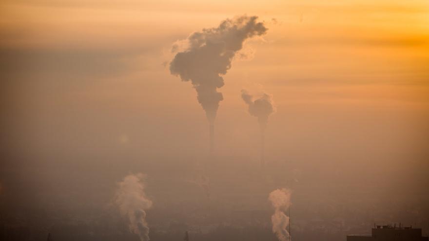 «Скоро пощипывать наши легкие будет уже не воздух, а рак»: колонка новосибирца о грязном смоге над городом