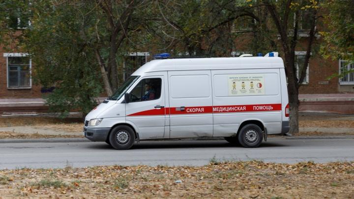 В Краснооктябрьском районе Волгограда женщина разбилась, выпав из окна многоэтажки