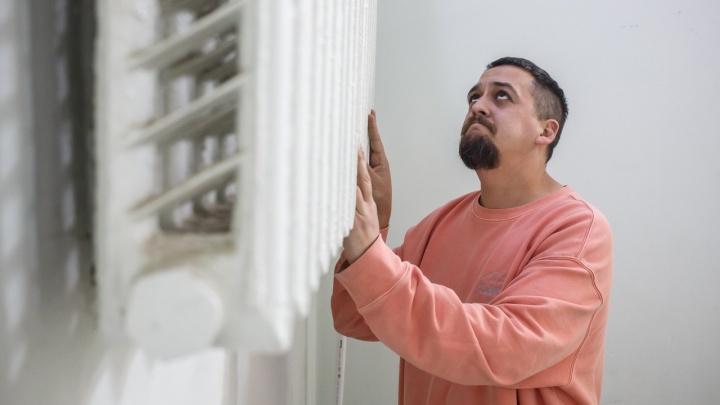 «Звоните хоть Бочарову!»: волгоградцы массово жалуются на ледники в квартирах