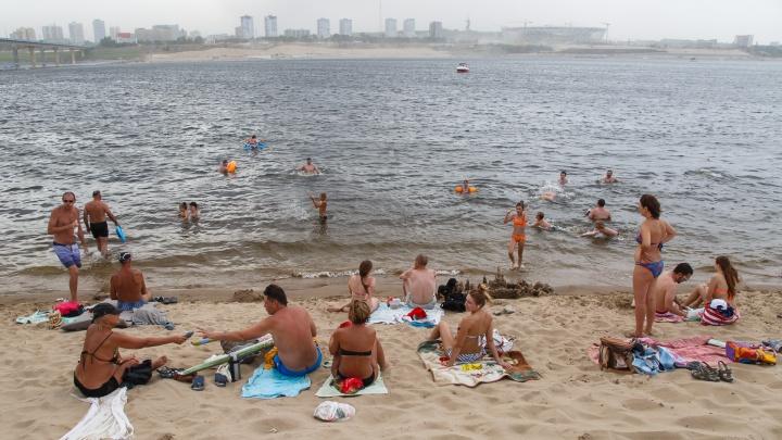 Купаться можно, но нельзя: глава Волгограда Виталий Лихачев открыл купальный сезон в городе без пляжей