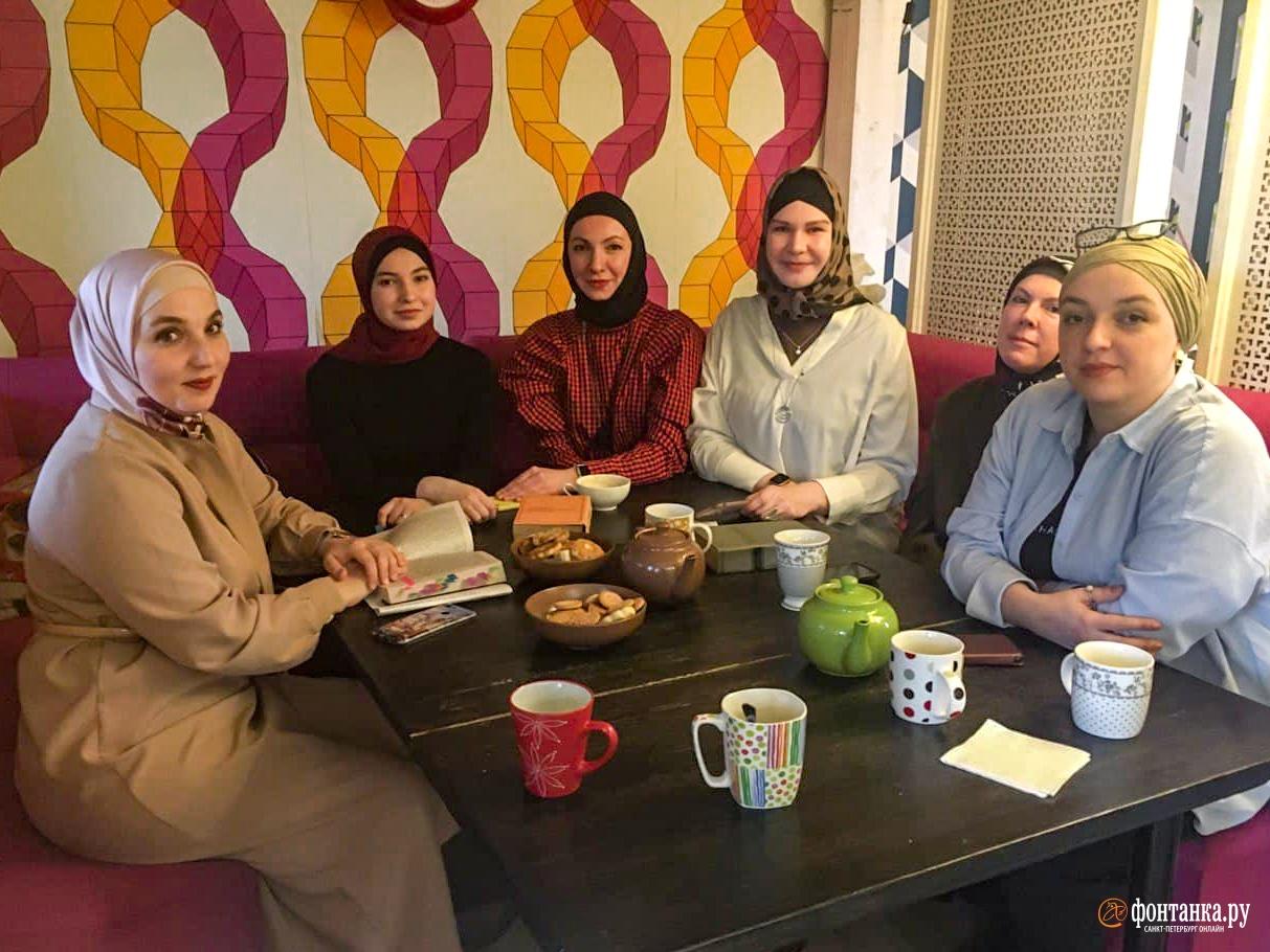 Заседание книжного женского клуба