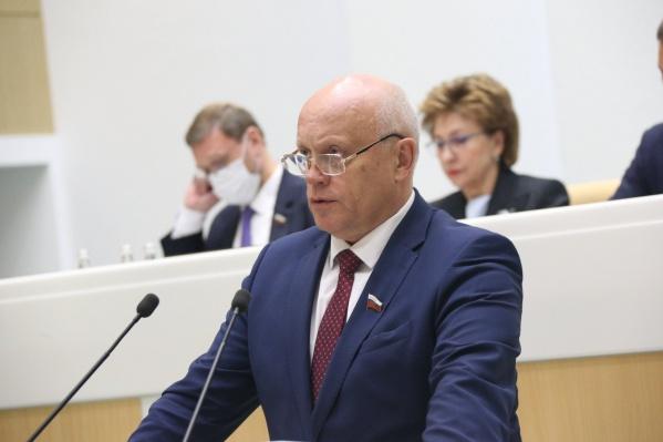 Сенатором Виктор Назаров работает последние три года