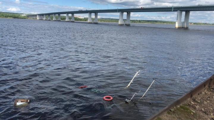 В Перми в районе Красавинского моста затонул катер