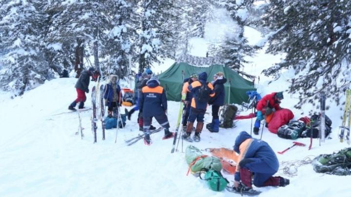 Туристы из Екатеринбурга застряли в горах Красноярска. Одна женщина погибла