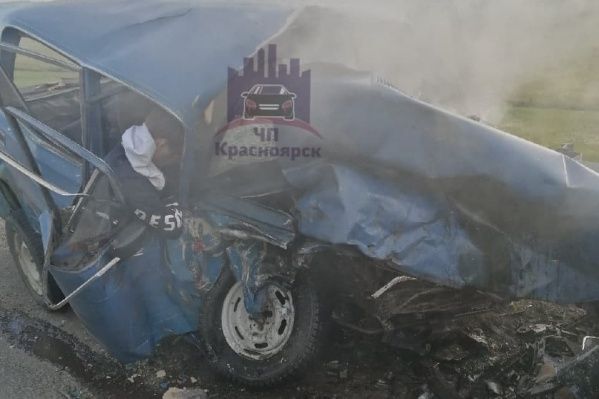 Машина после столкновения с двумя иномарками