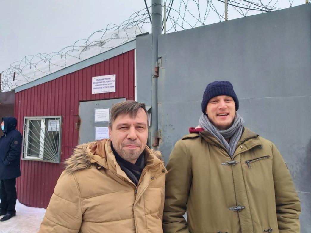 Сегодня истек срок ареста и у Артёма Файзулина (слева)