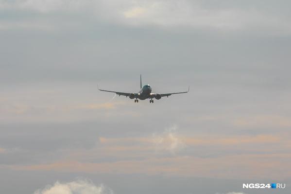Самолету пришлось возвращаться на стоянку