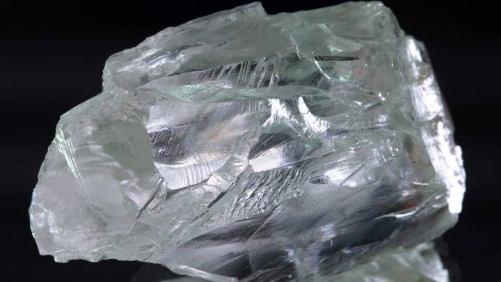 В Минприроды показали фото двух новых крупных алмазов, добытых в Архангельской области