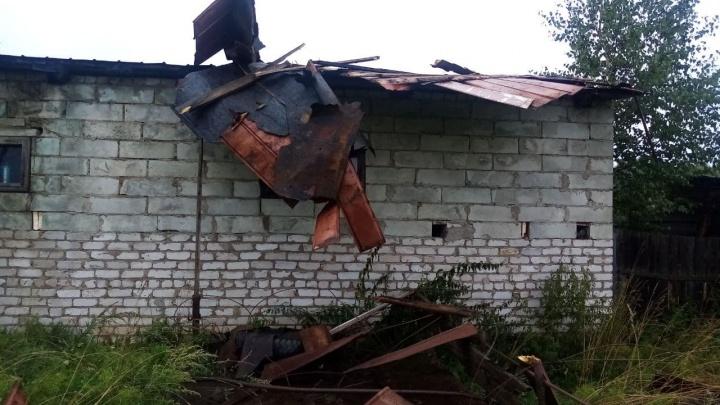 Многодетная семья из Прикамья осталась без крыши на гараже после ночной грозы