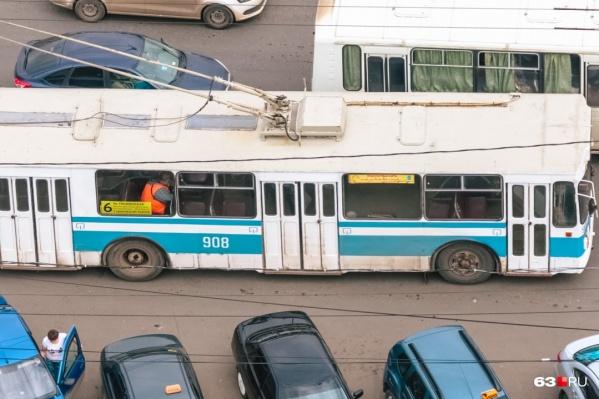 """Троллейбус <nobr class=""""_"""">№ 6</nobr> часто попадает под сокращения из-за большой стройки Самарского (Фрунзенского) моста"""