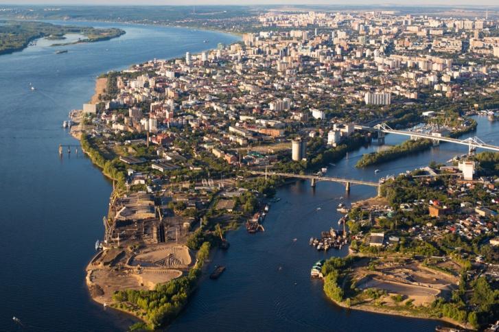 По одной из версий, река Самара весной разливалась как «Сама Ра» (как Волга)