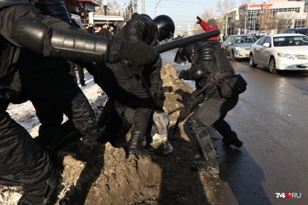 """<nobr class=""""_"""">31 января</nobr> силовики в Челябинске действовали жестко, если не сказать жестоко. За работу в этот день они получили дополнительную плату"""