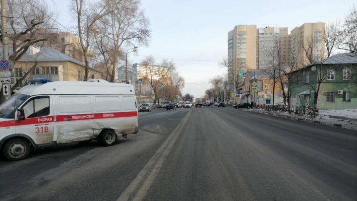 Не пропустил: в Самаре машина скорой помощи попала в ДТП