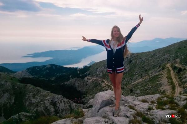 Туристы едут в Черногорию за морем и сказочными пейзажами