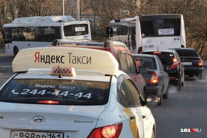 Первый рабочий день после новогодних каникул действительно сковал Ростов в огромных пробках