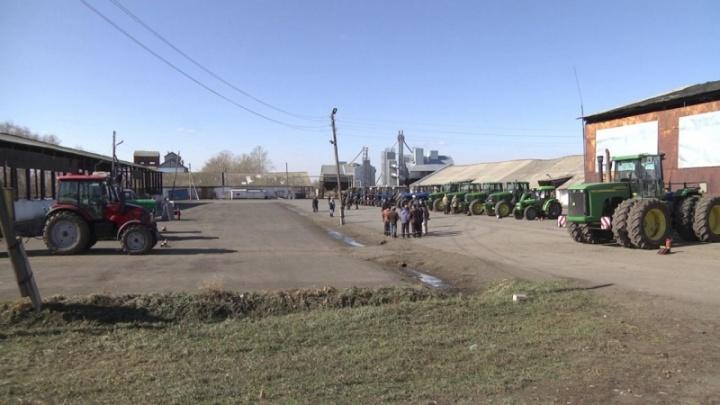 Сельхозтехнику взяли под контроль: в Омске проводят техосмотр тракторов и комбайнов