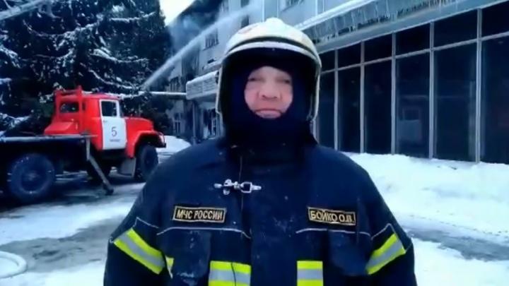 «На первом этаже расположен архив»: начальник областного МЧС — о пожаре на ГПЗ-9 у Кировского рынка