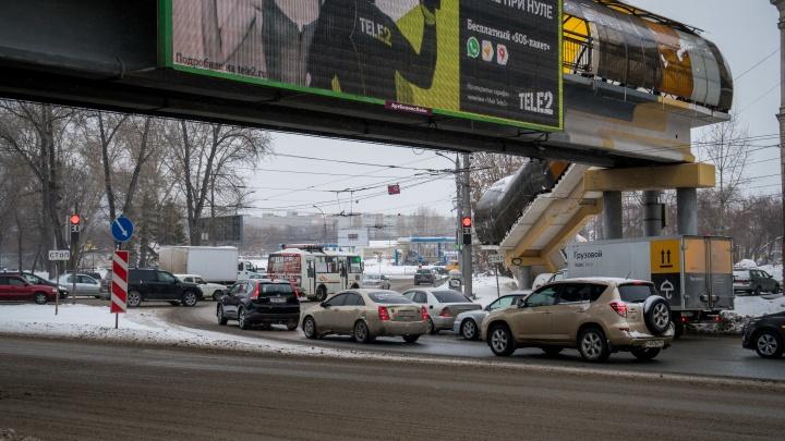 «Мне приходится только извиняться»: мэр Новосибирска рассказал об ограничениях движения на площади Труда