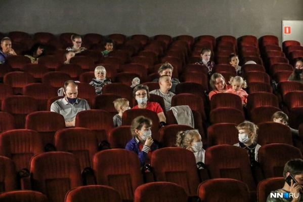 Ограничения коснулись и кинотеатров