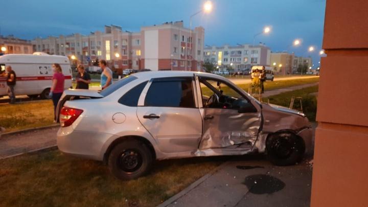 В Южном городе водитель «Форда» протаранил машину с детьми