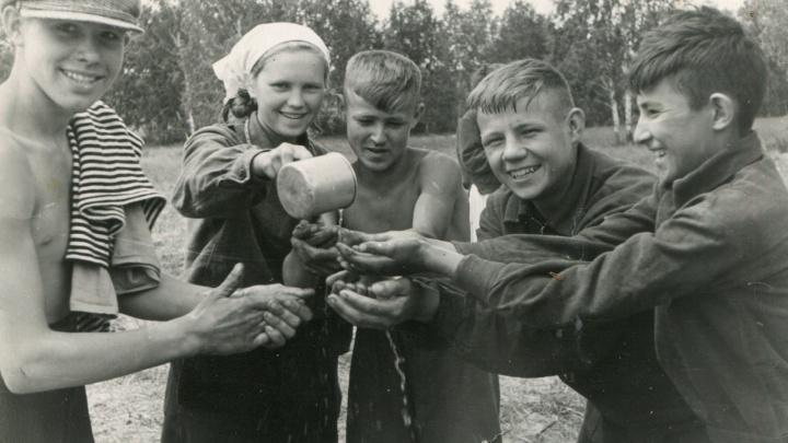 Жесткий выговор за маникюр, портфель из кожзама и канцелярия «по блату»: вспоминаем советскую школу