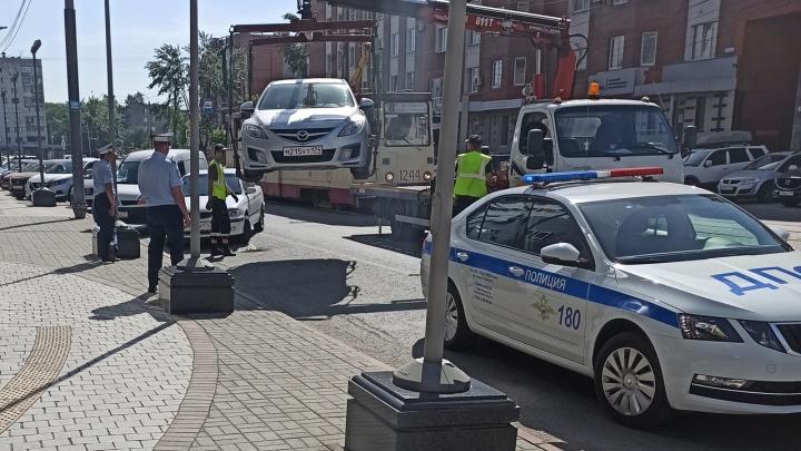 Дурной знак: разбираемся, почему в Челябинске так плохо обозначают парковки для инвалидов