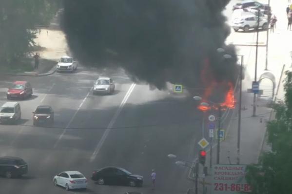 Автобус полностью был охвачен огнем