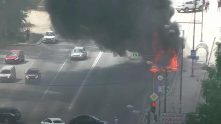 В Перми полностью сгорел новый автобус № 15. Видео