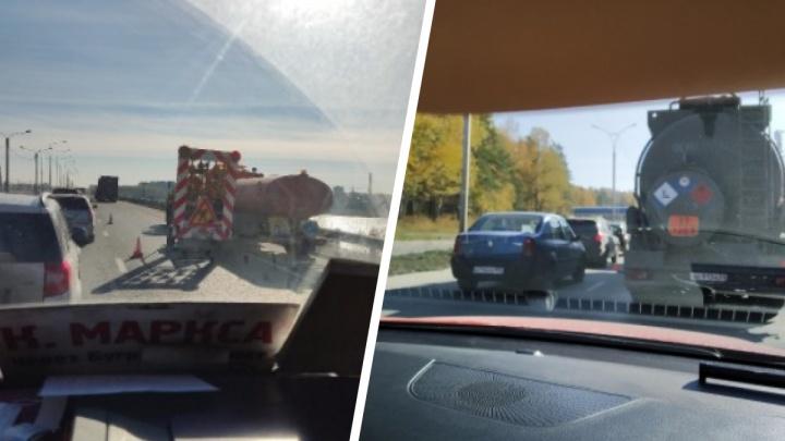 Водители вновь встали в пробку на Бердском шоссе — когда это закончится