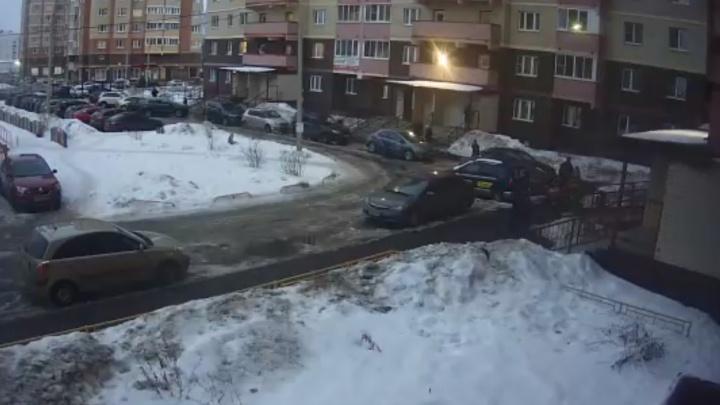 В Ярославле девочка-подросток выпала из окна
