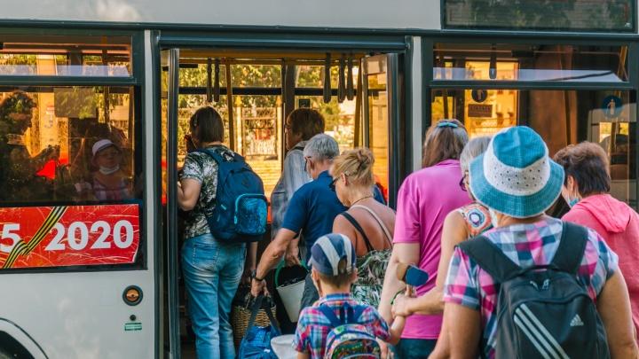 «Стоим на остановке по часу»: самарцы пожаловались на нехватку дачных автобусов