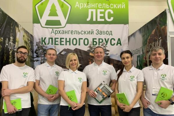 Два года назад генеральный директор компании Андрей Елуков сделал акцент на клееный брус и начал его производить в Архангельске