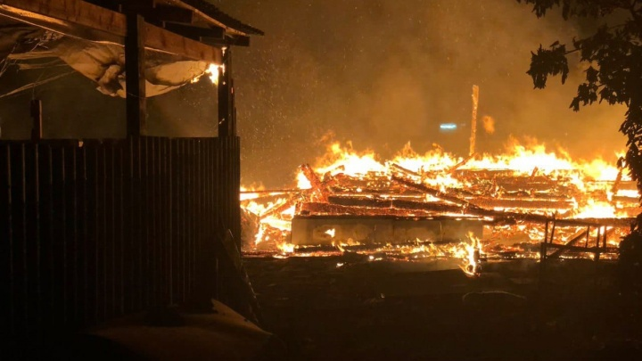 Под Ростовом сгорел дом кандидата в депутаты. Он считает, что это поджог