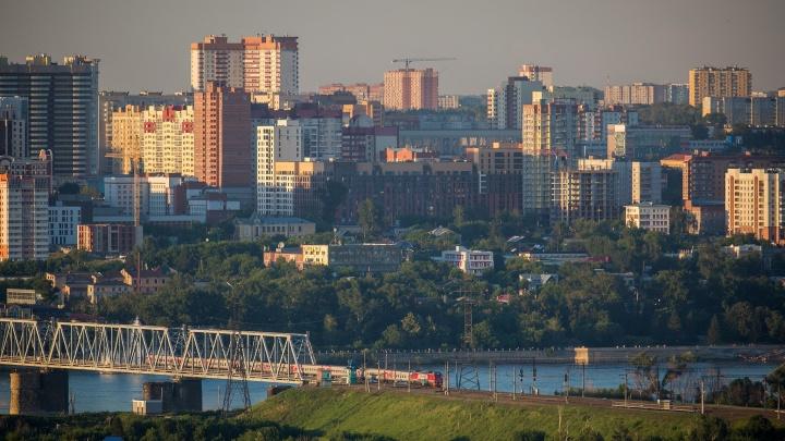 «Я как по свинарнику иду с видом на оперный»: в центре Новосибирска снова стоит жуткая вонь