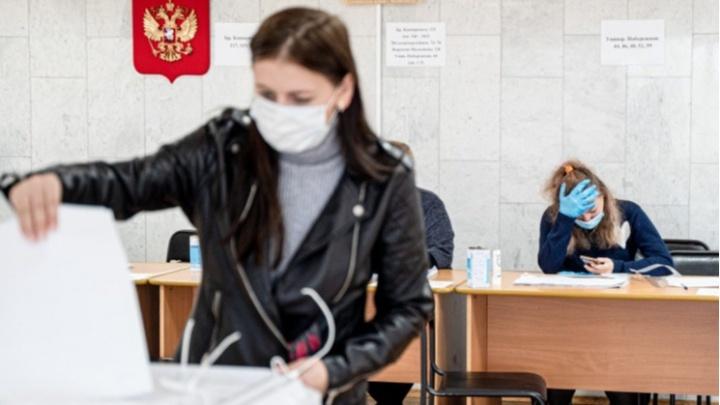В Екатеринбурге бюджетников собирают на специальных участках для голосования