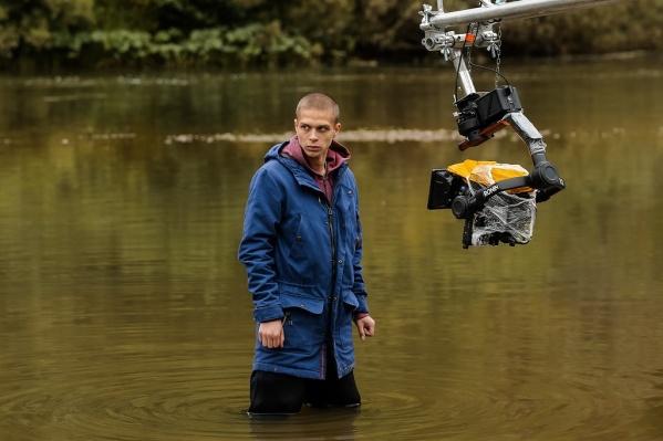 Исполнителю главной роли Глебу Калюжному пришлось много времени проводить в воде