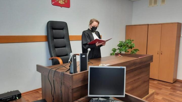 Били и пугали: пару из Онежского района отправили в колонию за истязания приемных детей