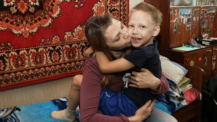 «Меня есть за что осуждать»: мать мальчика, которого искали всем Нижним Новгородом, объяснила, почему он гулял один